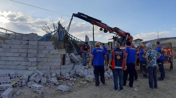Son dakika gündem: Afyonkarahisar'da ağıl çöktü; 15 hayvan öldü, 3 işçi yaralandı