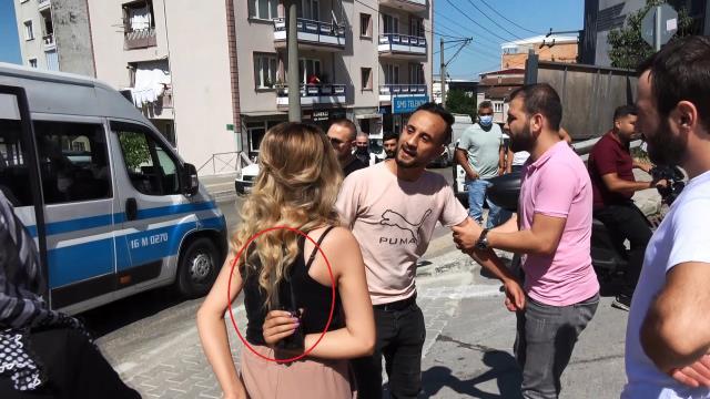 Bıçak zoruyla taksiye bindirilen kadının imdadına, olay yerinde tesadüfen bulunan muhabirler yetişti