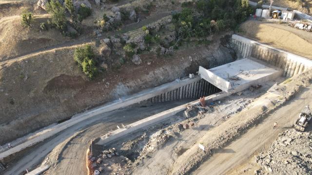 Sarp dağlar 12 tünelle aşılarak Şırnak ile Van birbirine bağlanacak