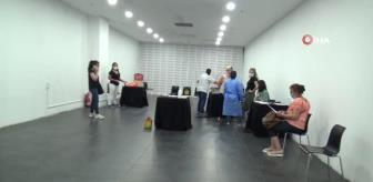 Espark: Alışveriş merkezinde gezerken aşı yaptırıyorlar
