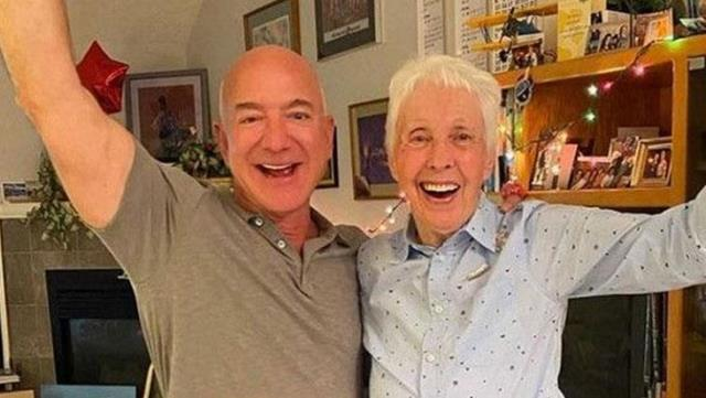 82-year-old pilot Wally Funk to fly into space with Jeff Bezos was commended for bravery