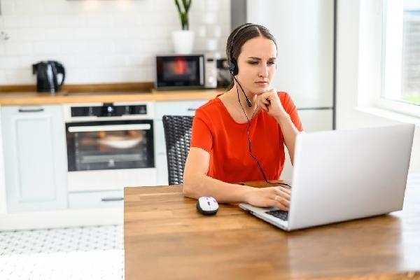 Her 2 çalışandan biri, hibrit çalışma düzenini tercih ediyor