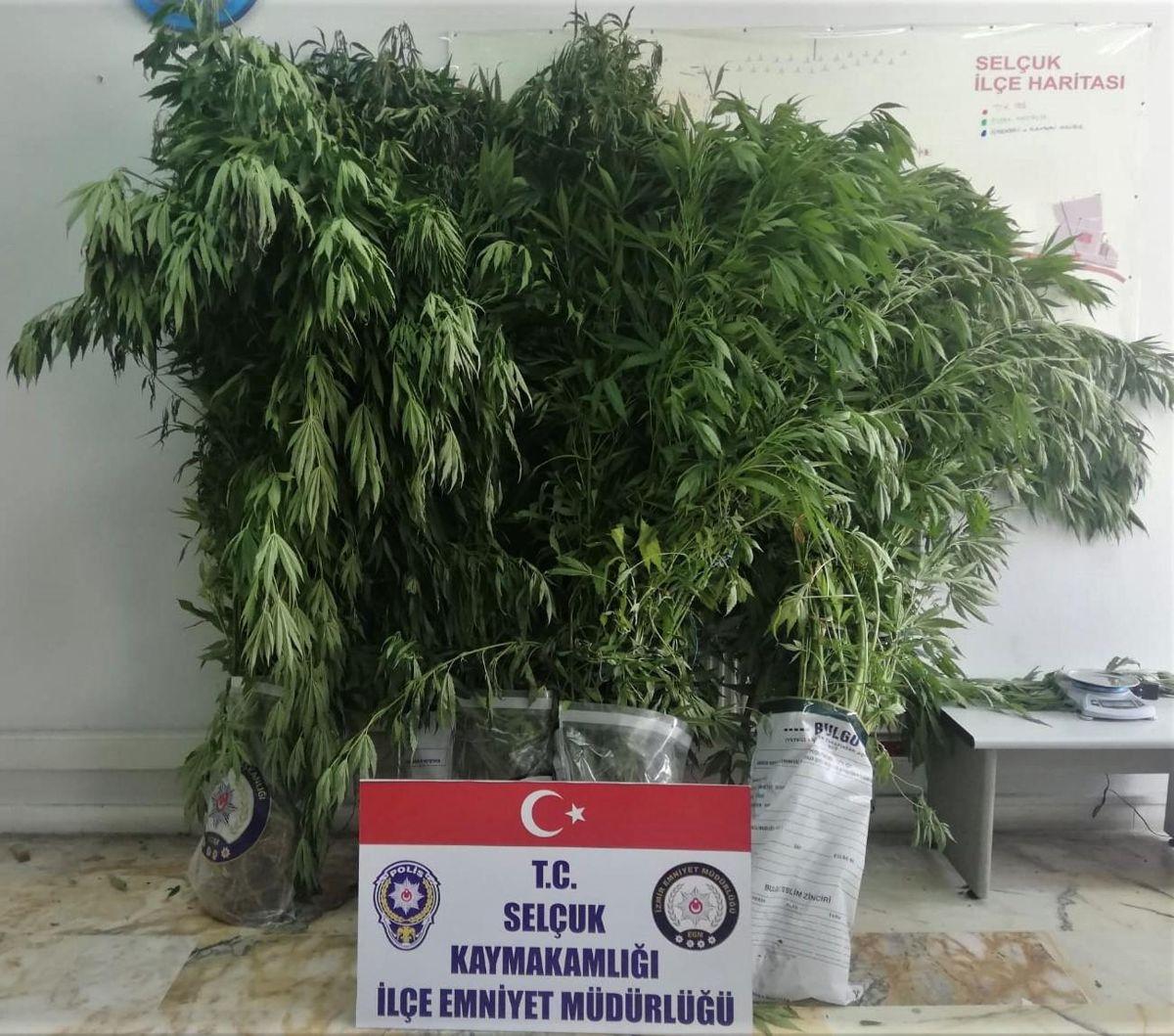 Selçuk'taki uyuşturucu operasyonlarında 3 kişi yakalandı