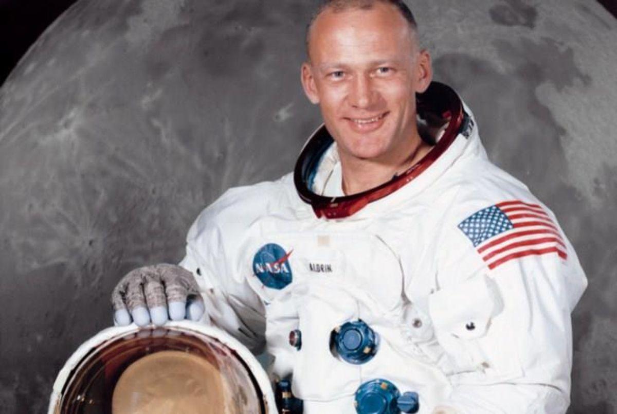 Buzz Aldrin kimdir? Buzz Aldrin mesleği ne? Ay'a inen 2. insan kimdir?