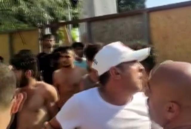 İspanyol kadın Türk bayrağını yırttı, vatandaşlar tepki gösterdi