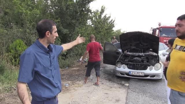 Memleketine giden gurbetçinin otomobili tamamen yandı