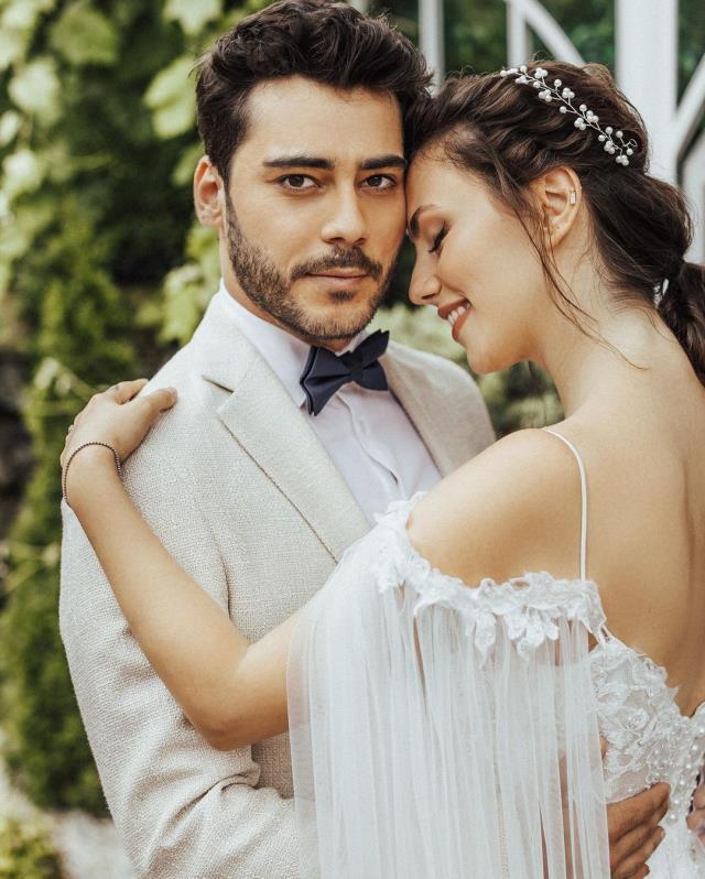 2 sene önce nikah kıyan Berkay Hardal ve Dilan Telkök çifti düğün yaptı