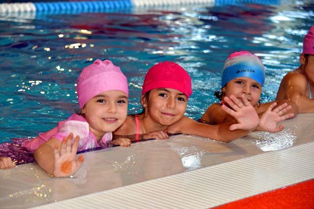 Yarı Olimpik Havuzda Yüzme Kursları Başladı