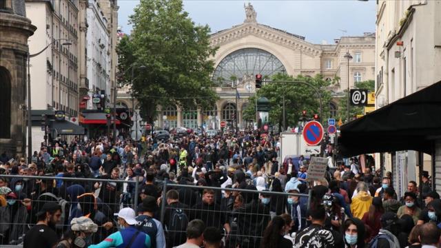 Fransa'da Kovid-19 aşı mecburiyeti karşıtı gösteri