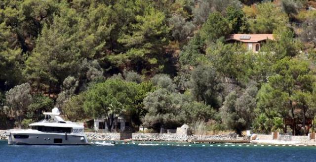 Şahan Gökbakar, hakkında çıkan izinsiz iskele yaptırdığı iddiasına belge paylaşarak ateş püskürdü