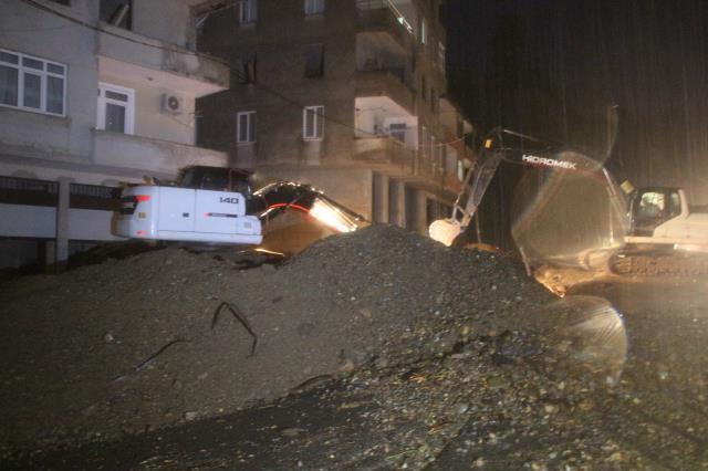 Son Dakika: Rize'de aşırı yağış sonrası meydana gelen sel ve heyelanda 3 kişi kayboldu
