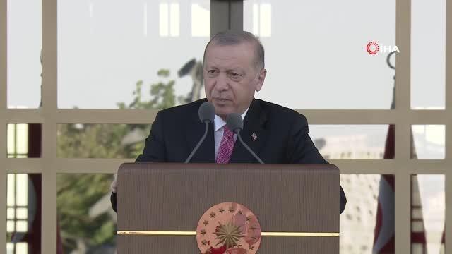 Son dakika haber... Cumhurbaşkanı Erdoğan: 'Millete silah çekenin, milletin kanını dökenin, milletin bayrağına ve ezanına göz dikenin, milletin geleceğini karartmaya...