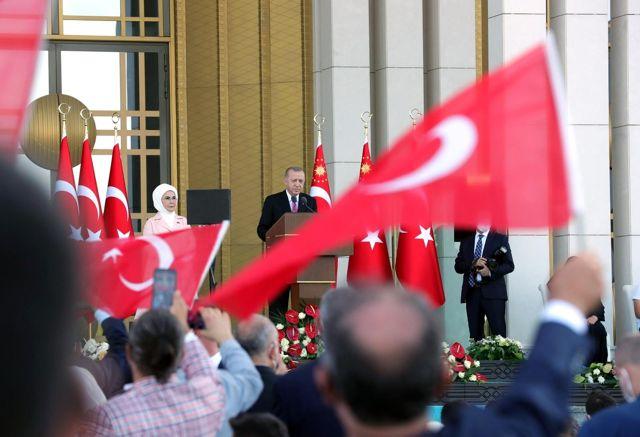 Son dakika haberi! Cumhurbaşkanı Erdoğan: 'Millete silah çekenin, milletin kanını dökenin, milletin bayrağına ve ezanına göz dikenin, milletin geleceğini karartmaya...