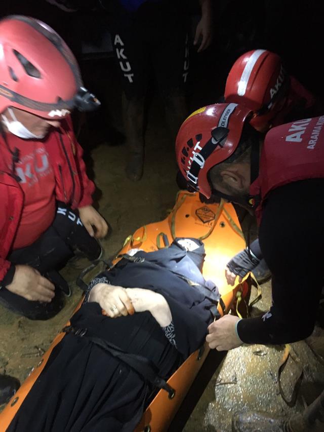 Son Dakika: Rize'de aşırı yağış sonrası meydana gelen sel ve heyelanda 4 kişi kayboldu