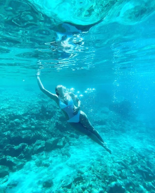 Final yapan Maraşlı dizisinin Firuzan'ı Rojda Demirer, denizin altında adeta dans etti