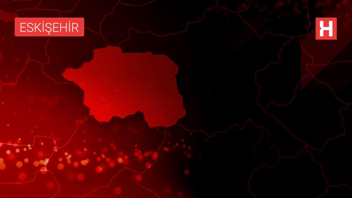 Eskişehir'de motosikletle otomobilin çarpışması sonucu 2 kişi yaralandı