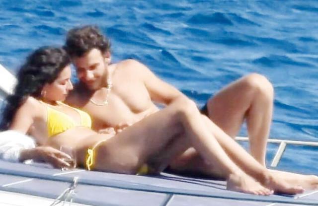 Melisa Aslı Pamuk, aradığı aşkı kendisi gibi oyuncu Mustafa Mert Koç'ta buldu! Teknede kendilerinden geçtiler