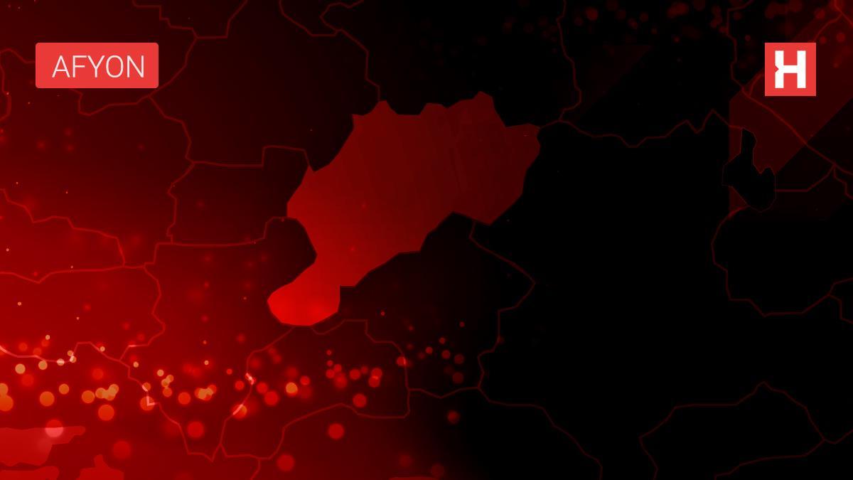 Afyonkarahisar'da kafa kafaya çarpışan iki otomobilde 8 kişi yaralandı