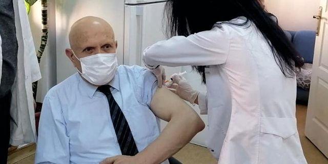 Başkanımız Pekmezci Covid-19 Aşısının İlk Dozunu Yaptırdı