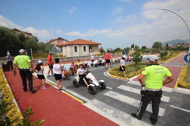 Karamürsel Belediyesi Trafik Parkı çocukların yoğun ilgisini görüyor