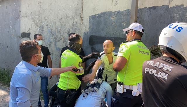 Polisin silahını almaya çalışan şahıs etkisiz hale getirildi