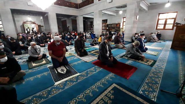 Kars'ta Bayram namazında camiler doldu