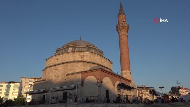 Tarihi Kale Cami'de bayram namazı