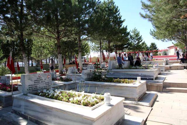 Vali Ayhan, Kurban Bayramı'nda Bir Dizi Ziyaretlerde Bulundu