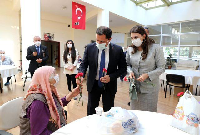Valimiz Mustafa Masatlı ve Eşi Esra Masatlı Hanımefendi Bayramı Şehit Aileleri ve Devlet Koruması Altındaki Yavrularımızla Birlikte Karşıladı