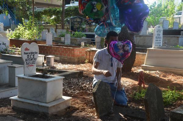 Baloncunun çocuk mezarlarına balon bağlamasının arkasından acıklı bir hikaye çıktı: Çocuğum gelemez, çünkü mezarlıkta