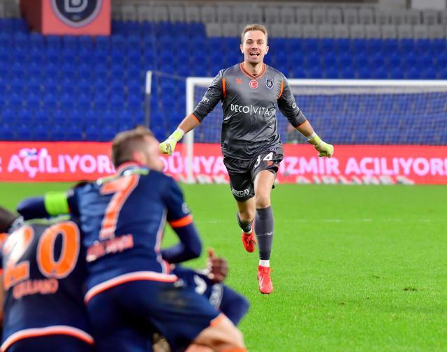 Beşiktaş, Başakşehirli Mert Günok'la her konuda anlaşmaya vardı