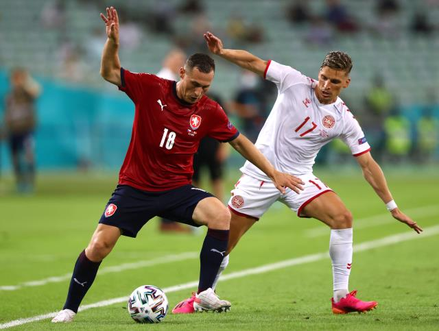 Galatasaray, Jens Stryger Larsen transferini 4 milyon euroya bitirdi