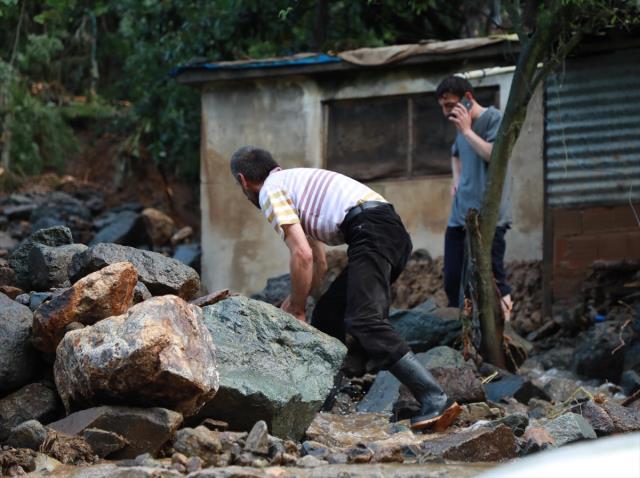 Geçen hafta sel felaketinin yaşandığı Rize'ye Meteoroloji'den heyelan uyarısı