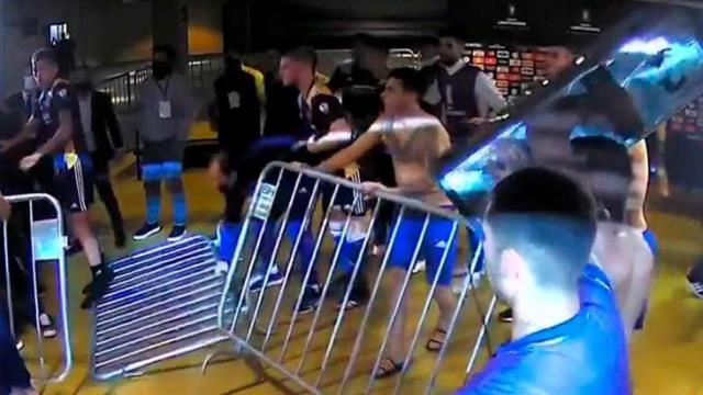 Libertadores savaş kupası! Hakemleri rehin alan Boca Juniors'ın oyuncuları, polisle çatıştı