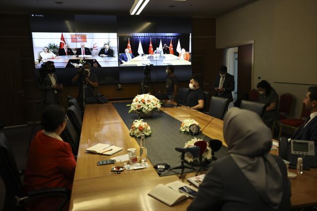 Videokonferans yöntemiyle bayramlaşan AK Parti ve CHP'den vatandaşa ortak çağrı: Aşı olun