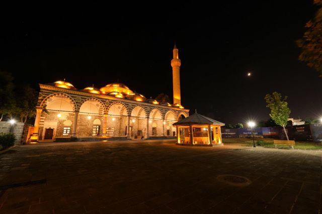 Diyarbakır'daki tarihi Kurşunlu Cami ışıklandırıldı