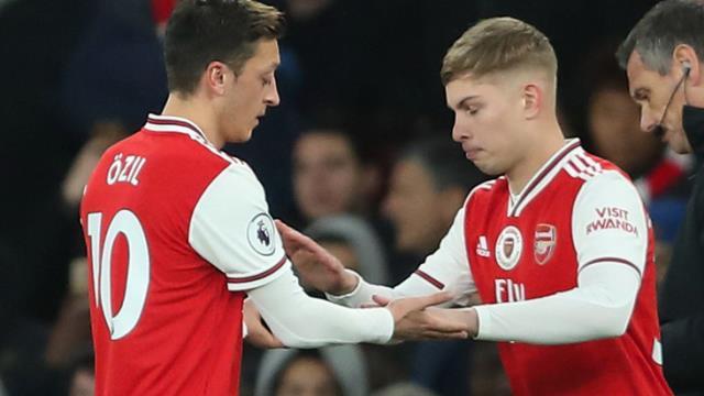 Mesut Özil'in 10 numaralı forması Emile Smith Rowe'a verildi