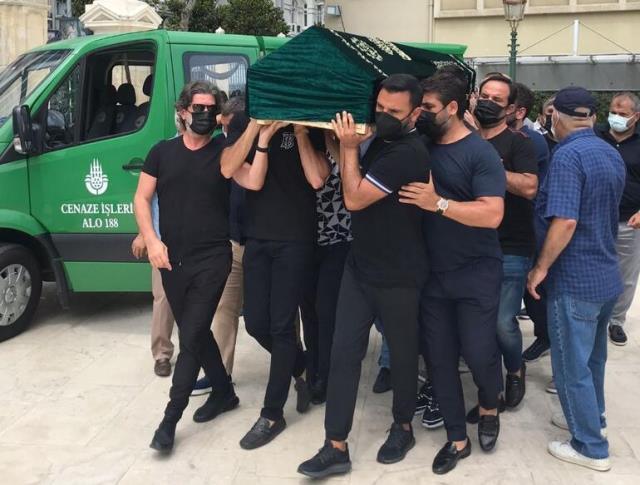 Selçuk Tektaş'ın vefatından etkilenen Seda Sayan, Ağustos ortasına kadar konser vermeyecek