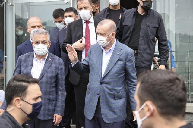 Cumhurbaşkanı Erdoğan selin vurduğu Rize'de vatandaşlara seslendi: 1 yılda 550 konut inşa edeceğiz