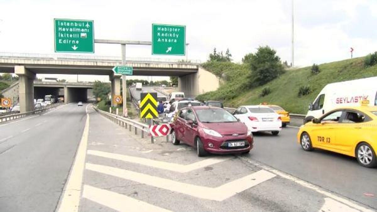 Esenler'de kazayı kontrol etmek için otomobilden inen yolcuya minibüs çarptı