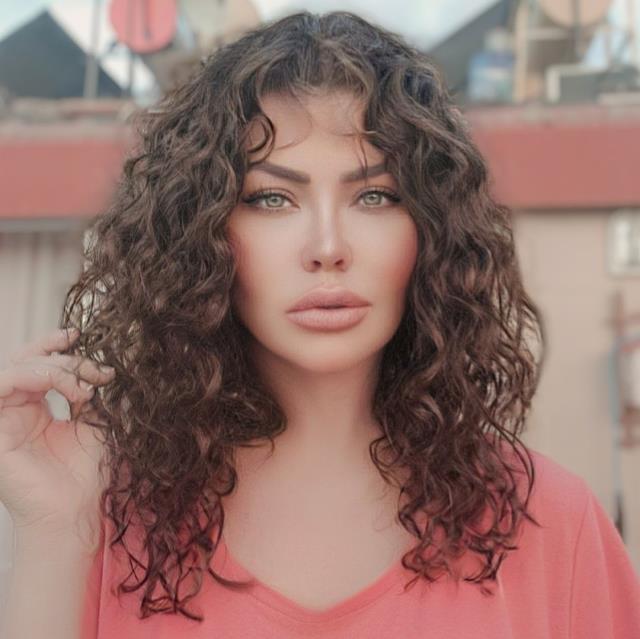 Bir döneme damga vuran şarkıcı Lara, koronavirüse yakalandı