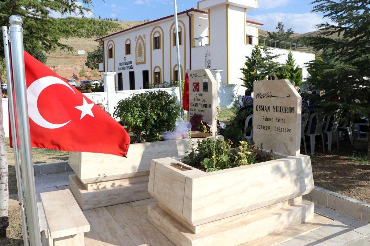 Son dakika haberi   Şehit Osman Yıldırım kabri başında anıldı