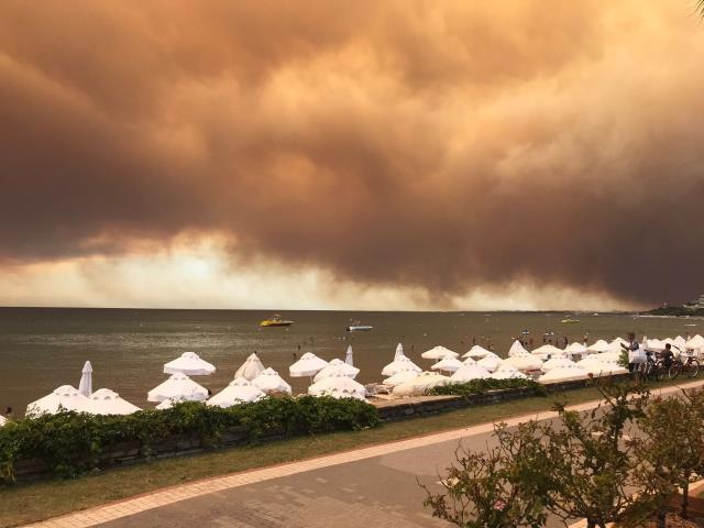 Son Dakika: Manavgat'ta 4 ayrı noktada orman yangını çıktı! 3 mahalle boşaltıldı