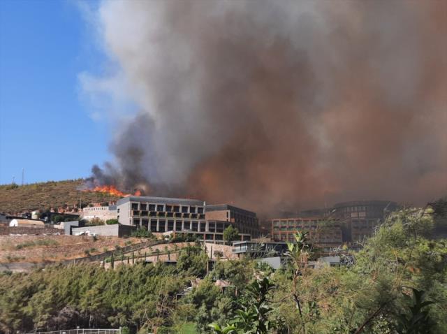 Alevlerin sardığı Bodrum'da korkulan oldu! Lüks otel cayır cayır yanıyor