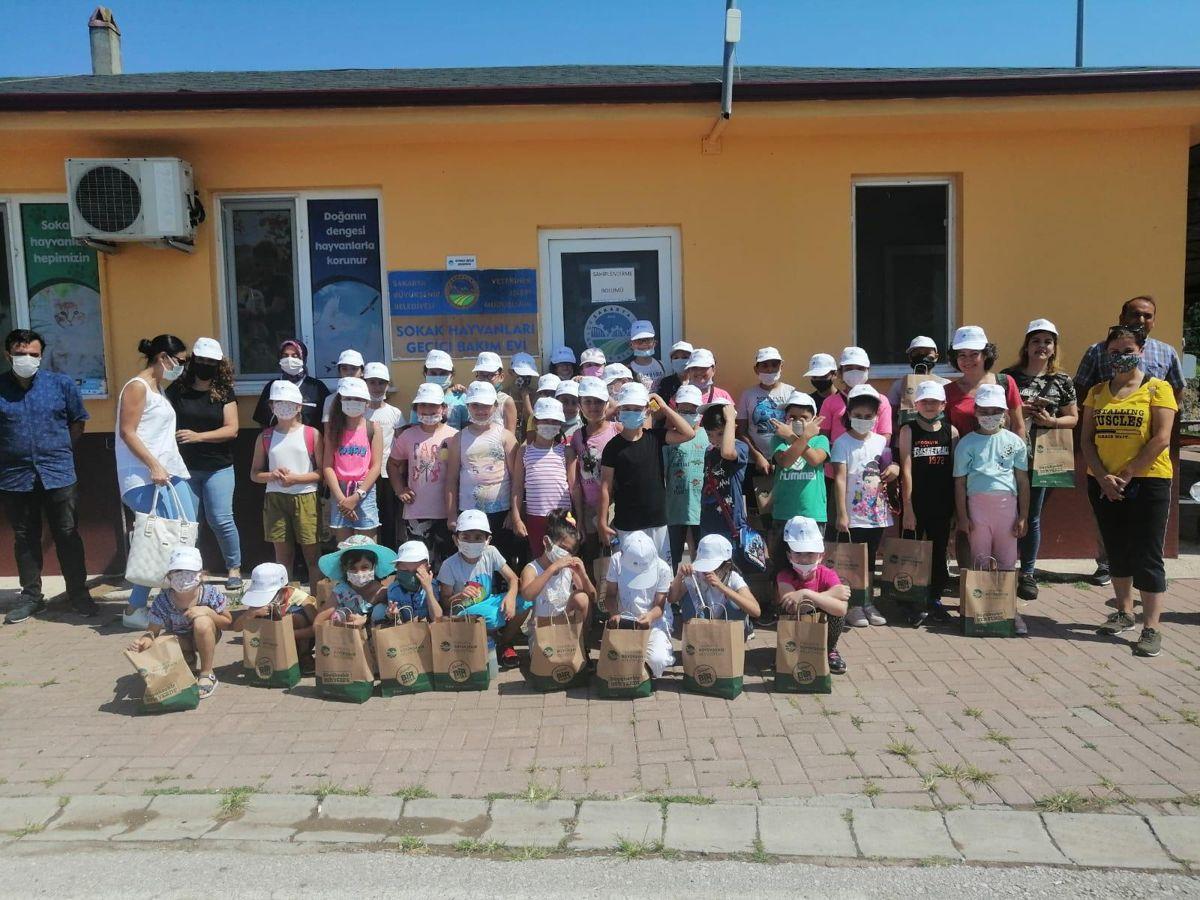 Sakarya Büyükşehir Belediyesi, ilkokul öğrencilerini minik dostlarıyla buluşturdu