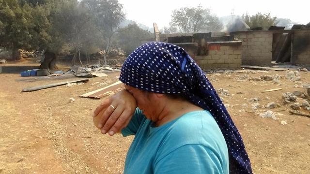 Marmaris'te alevler yeniden şiddetlendi, Datça karayolu ulaşıma kapandı