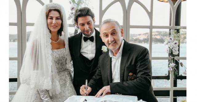 Tarık Soner ile evlenen manken Şenay Akay, güzelliğiyle göz kamaştırdı