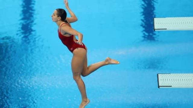 Güzel sporcu Pamela Ware, Olimpiyatlar tarihinin en kötü atlayışlarından birini gerçekleştirdi