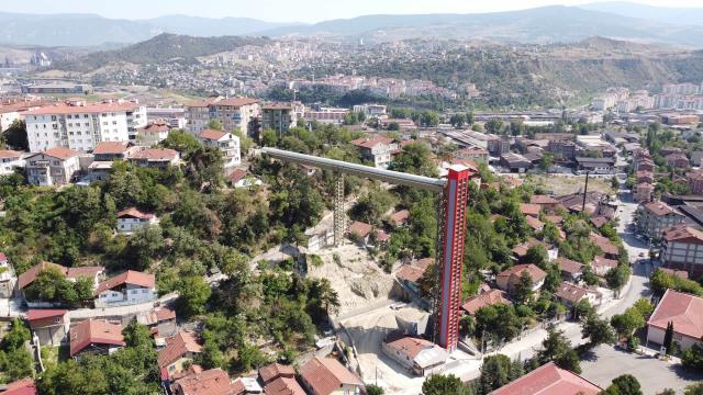 Karabük'te, yüksek kesimlerde yer alan mahallelere ulaşım asansörlerle sağlanıyor