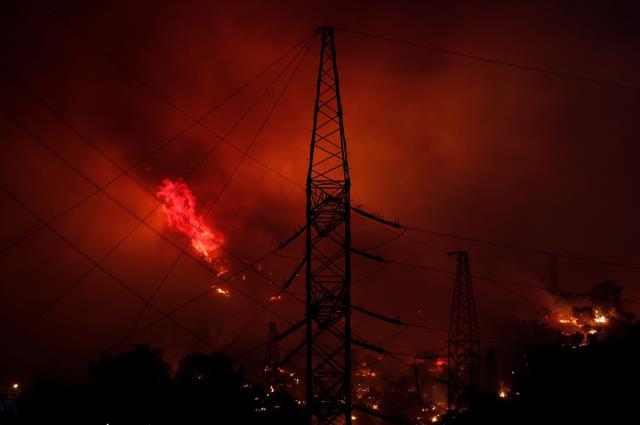 Son Dakika: Milas'taki yangınlarda alevler termik santrale sıçradı, bölgeden siren sesleri geliyor